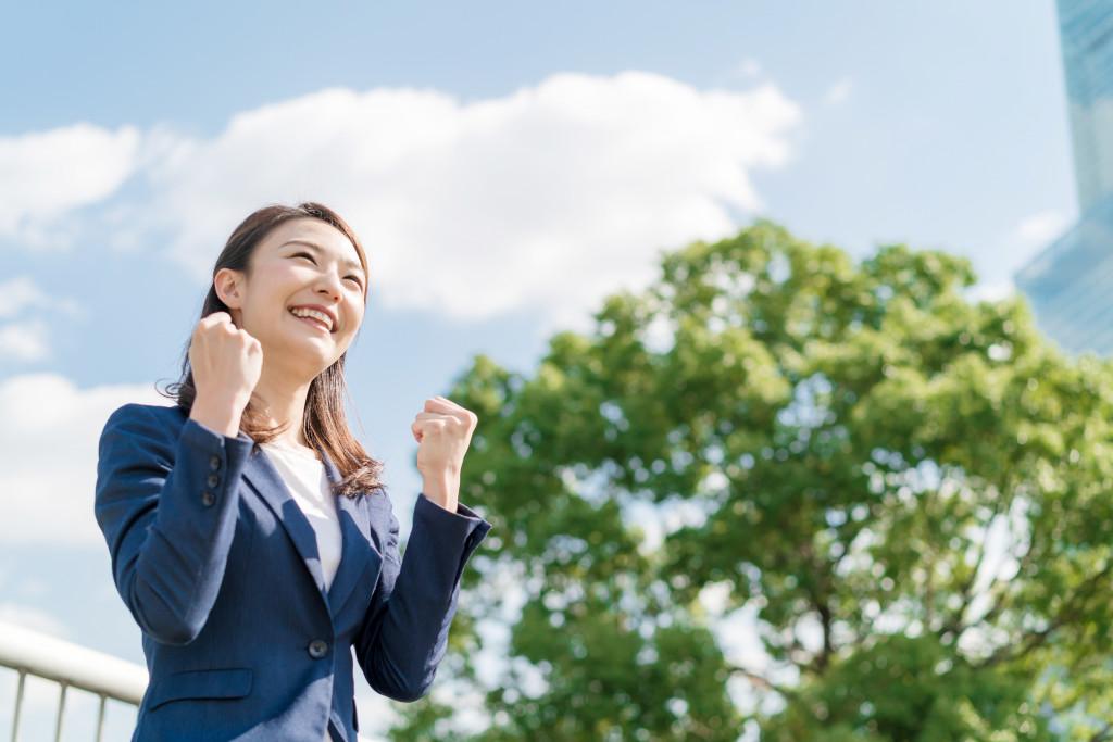 ビジネス・ガッツポーズ・女性