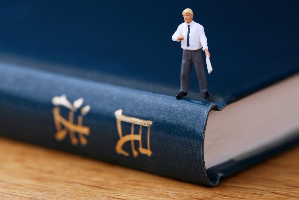 【全校比較】通信制大学法学部で勉強したい!各大学の特徴や学費などを紹介