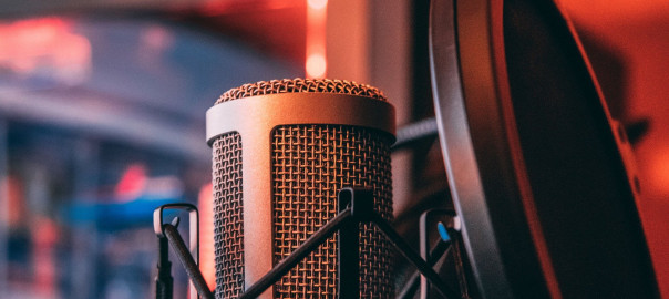 microphone-5594702_1920