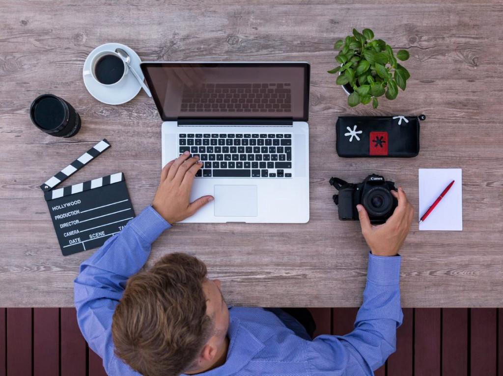 動画クリエイターになるには専門学校?目指し方やメリット&デメリットも解説
