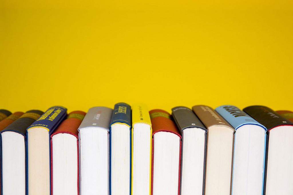 books-5937716_1920